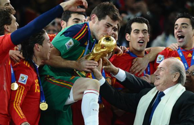 Iker Casillas announces retirement from football