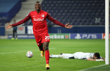 Liverpool and Spurs target Daka fires Salzburg into the Champions League
