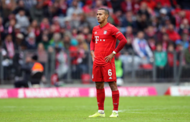 Thiago bids farewell to Bayern team-mates