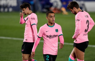 Barcelona face revolt as senior players reject 30% pay cut